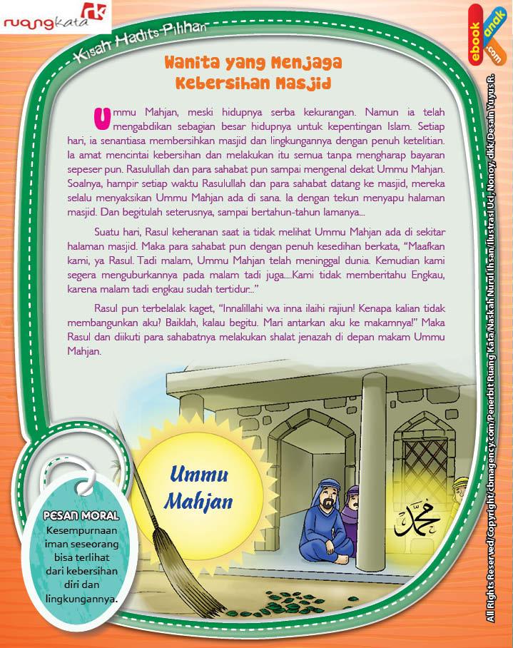 Ummu Mahjan senantiasa membersihkan masjid dan lingkungannya dengan penuh ketelitian