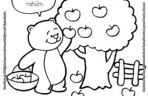 Beru Beruang Sedang Memetik Buah Apel, Jangan Lupa Berbagi Ya