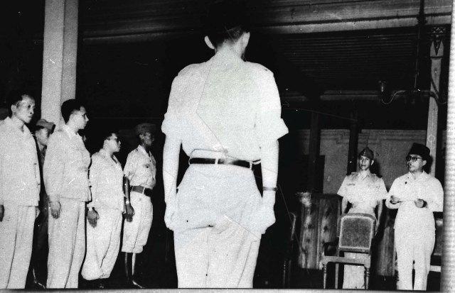 Foto 1948: Wakil Presiden Moh. Hatta sedang Melantik AH. Nasution Beserta Staf